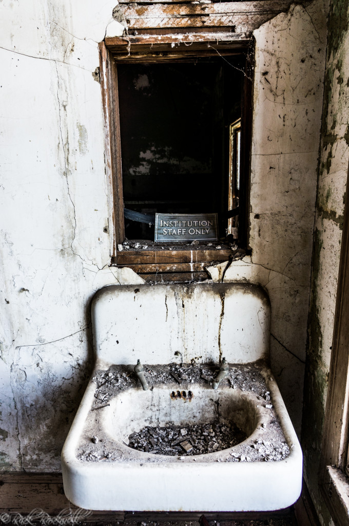 preston castle sink (1 of 1)