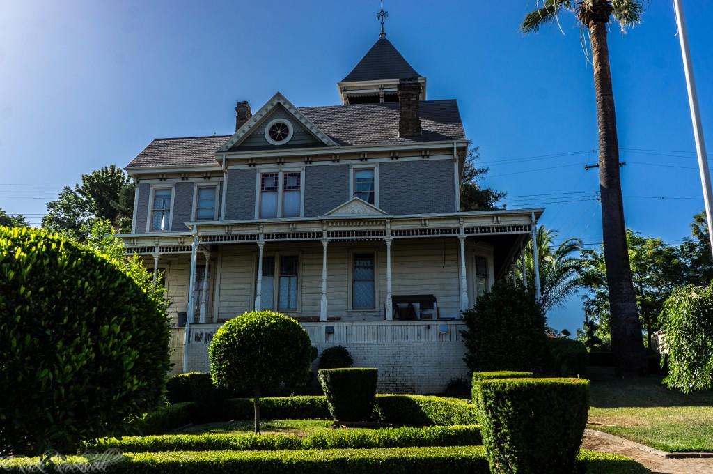cohn mansion side (1 of 1)